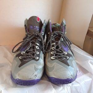 Nike LeBron James Xl Men's Shoe's size 8.5